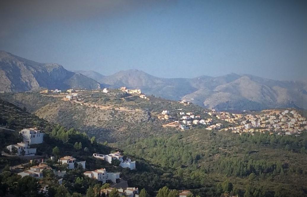 Instamos a Pego, Dénia y Ràfol de la Almúnia a que asuman la urbanización de Monte Pego