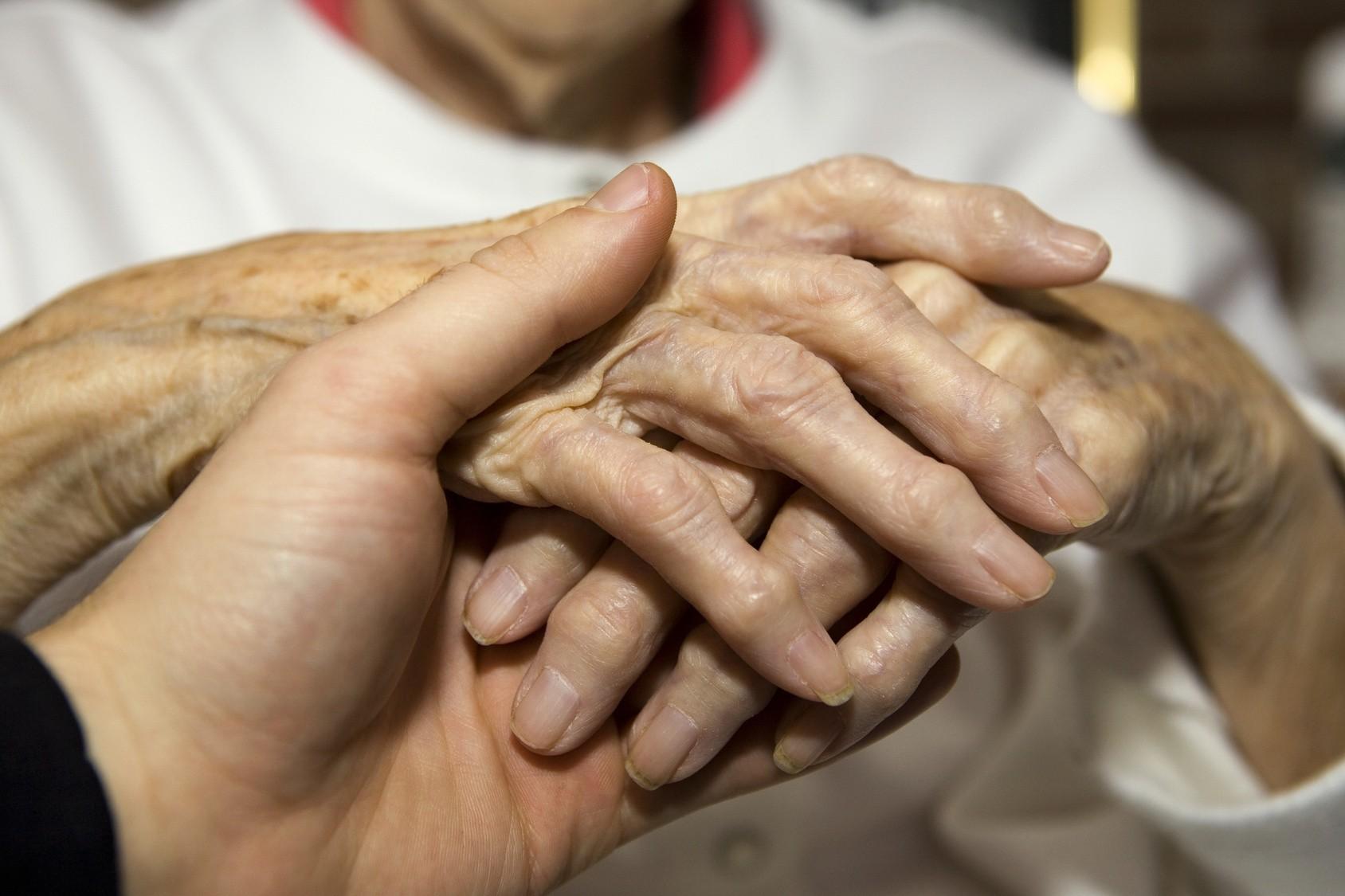 Igualdad cumple la recomendación del Síndic e indemnizan con 14.531 € a los herederos de una dependiente fallecida sin PIA