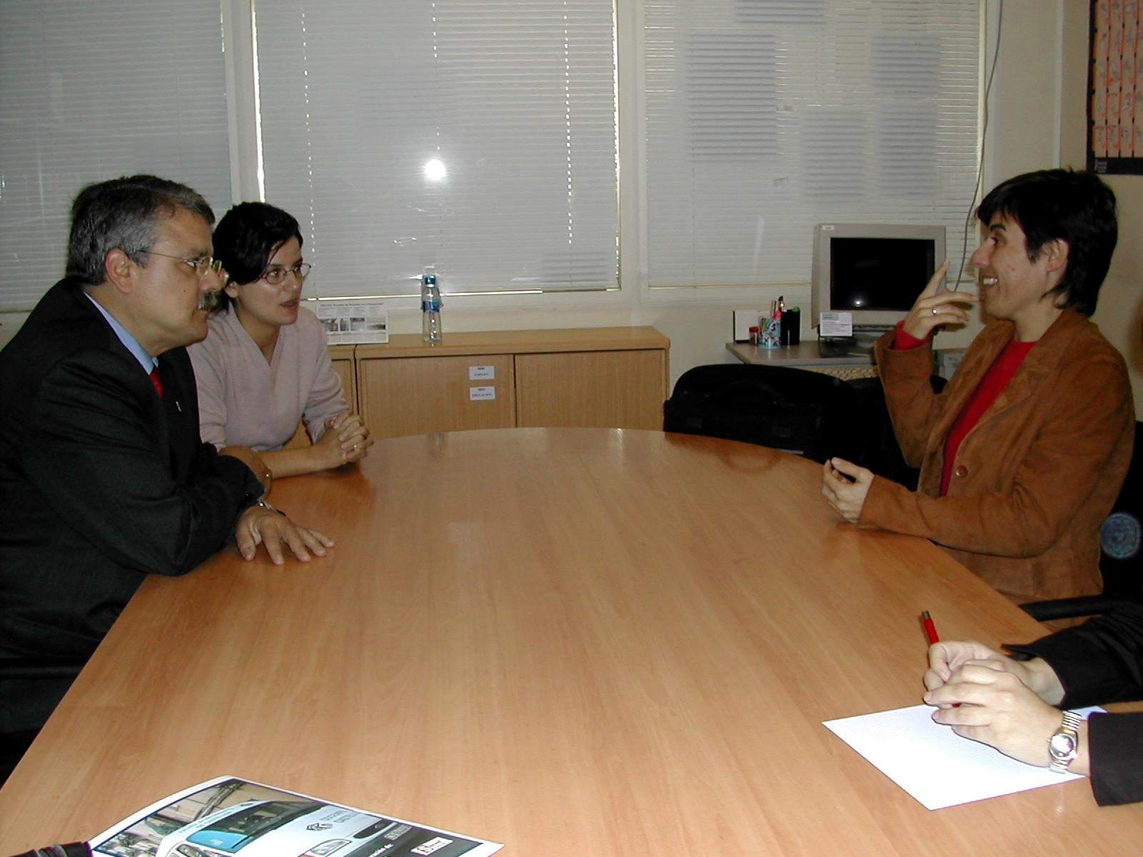 Visita del Síndic al Centre de Formació i estudis per a la comunitat sorda