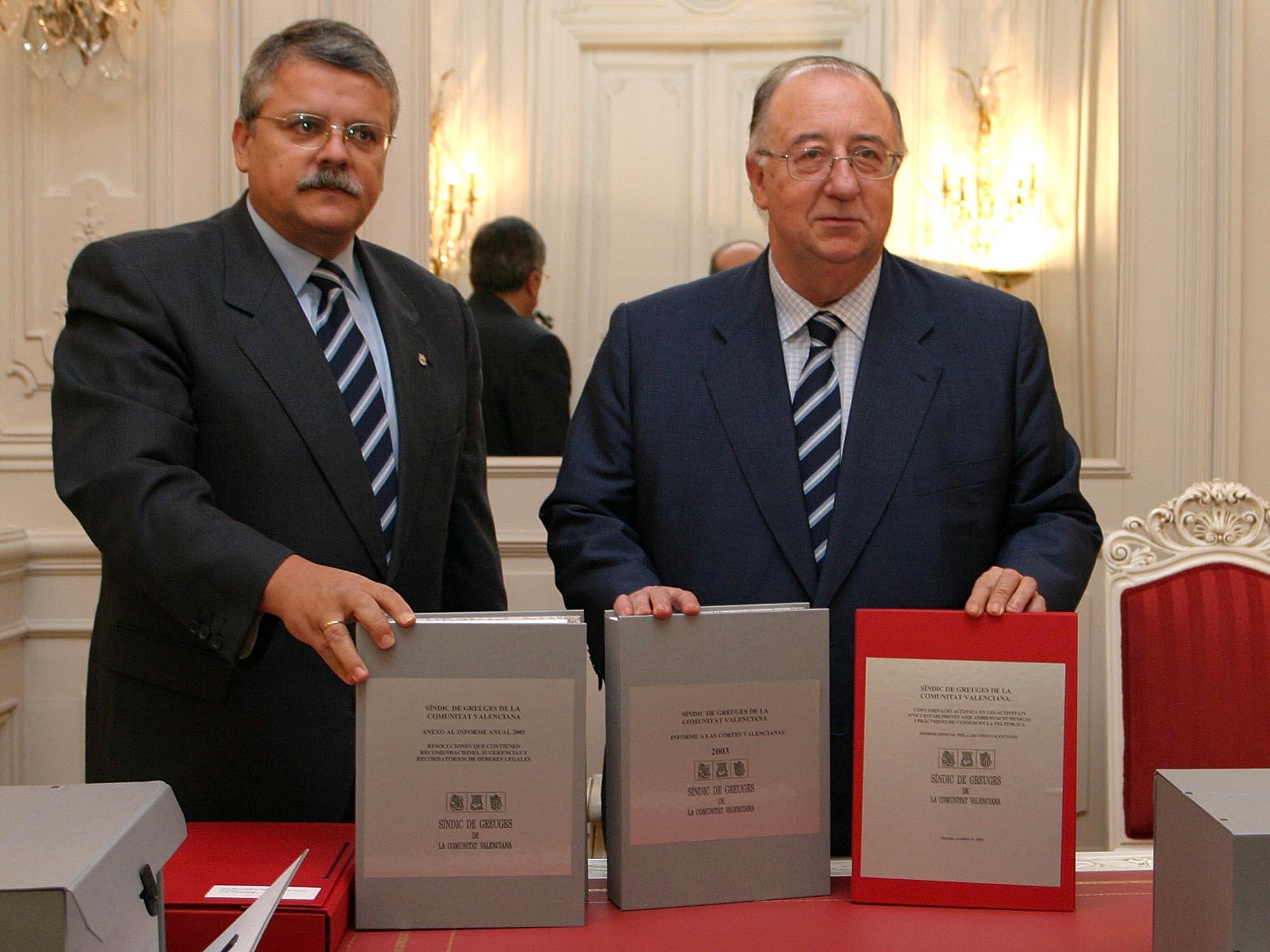 El Síndic entrega al Presidente de las Cortes el Informe Anual 2003 y un Informe Especial sobre «el botellón» y contaminación acústica