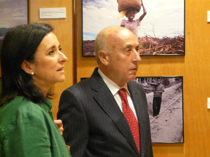 El síndic inaugura l'exposició  fotogràfica sobre l'explotació infantil
