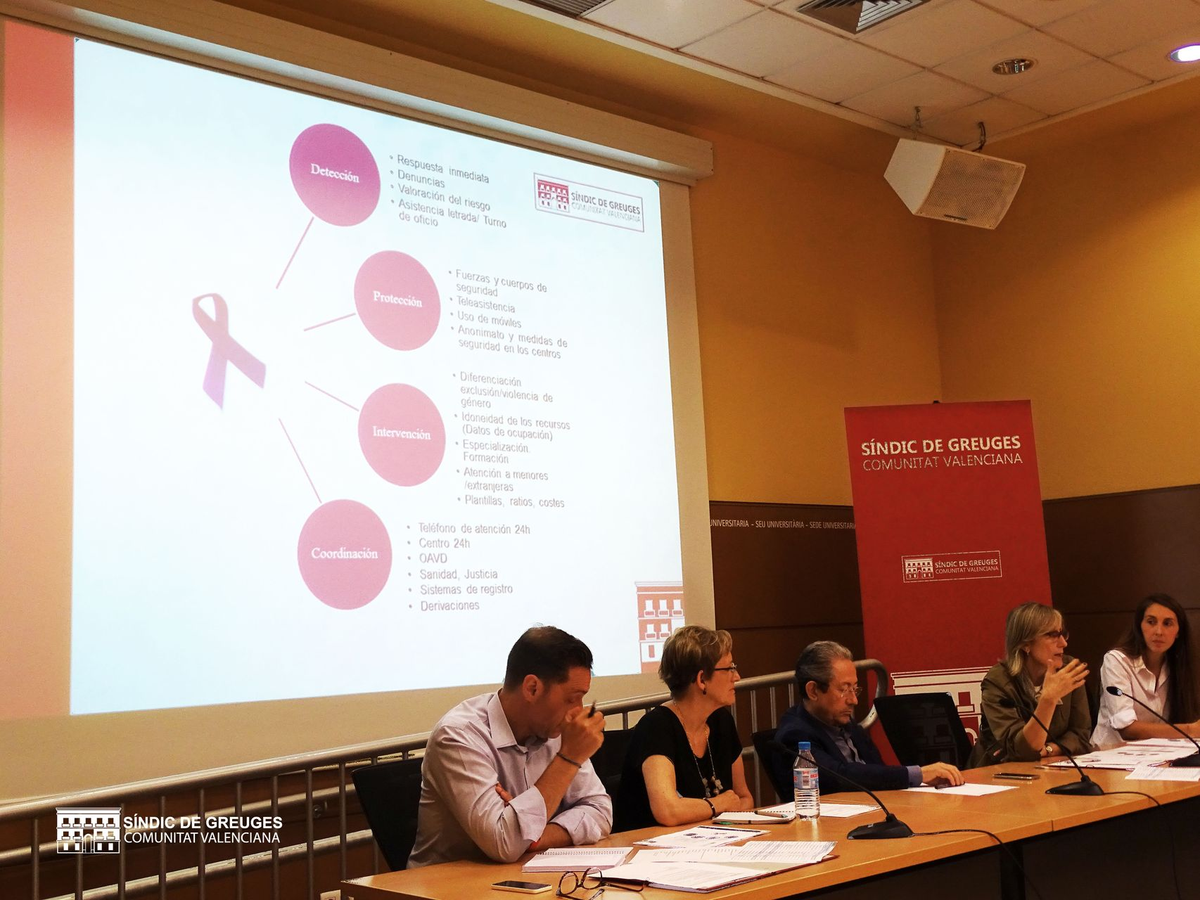 Reunión con profesionales que trabajan desde los distintos ámbitos con mujeres víctimas de violencia de género
