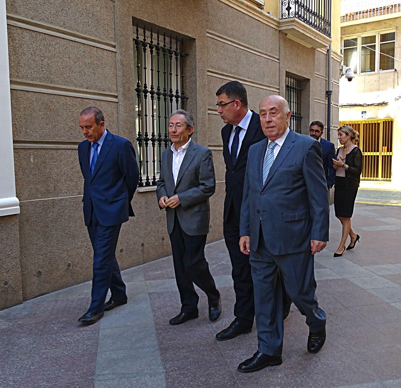 El presidente de Les Corts Valencianes visita la institución del Síndic de Greuges