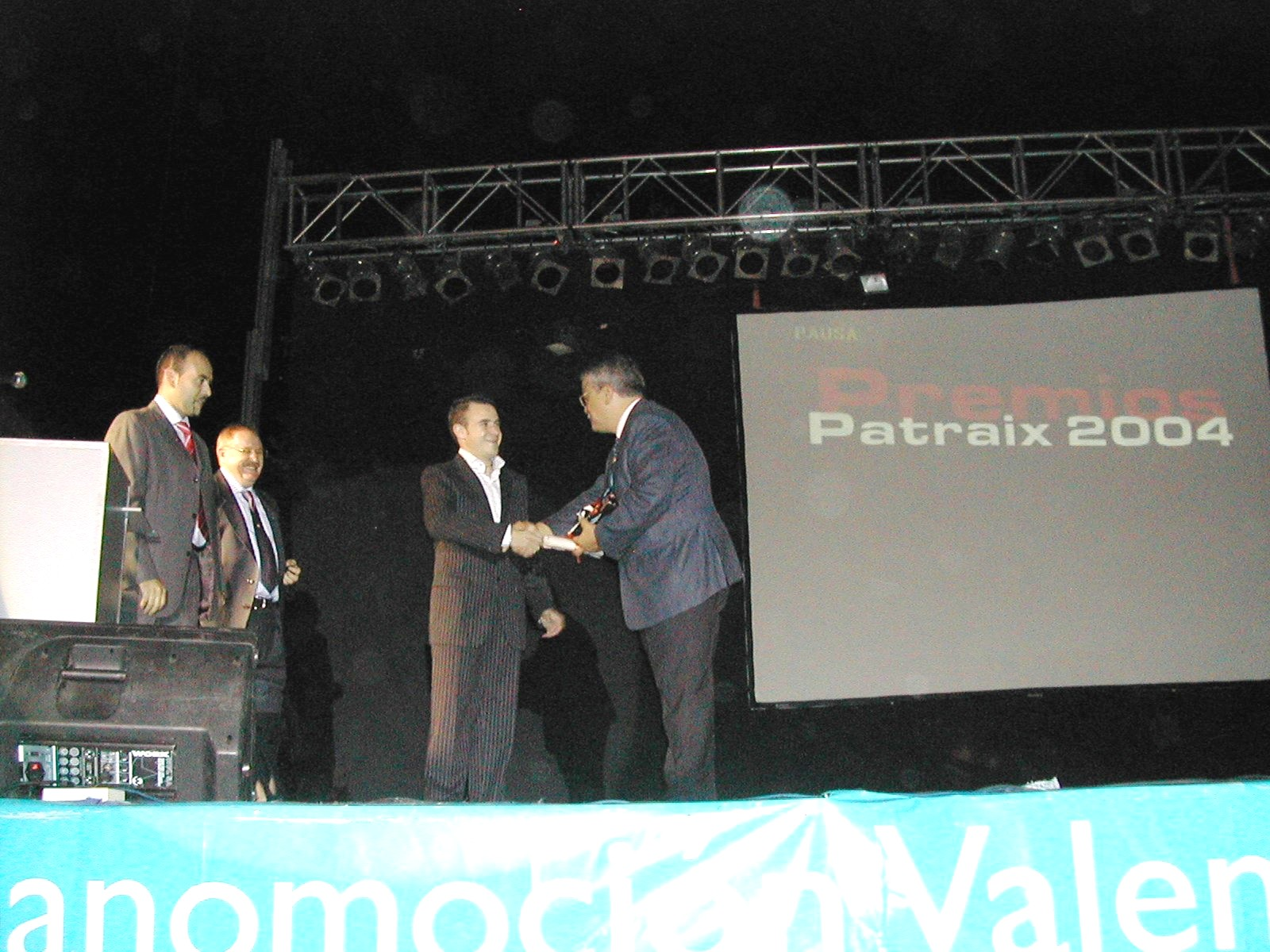 El síndic rep el Premi Convivència Patraix 2004
