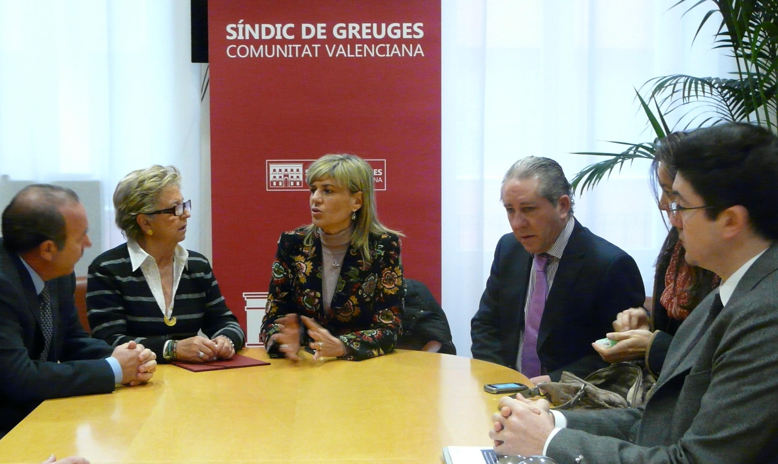 Reunión entre el Síndic y la Consellera de Bienestar Social