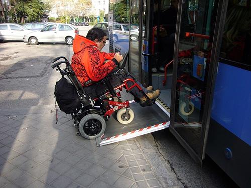 Recomendación del Síndic para mejorar la accesibilidad en los autobuses urbanos de Alicante