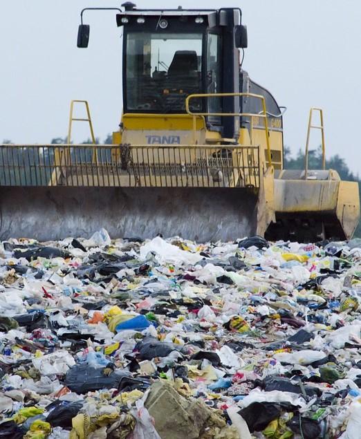 El Síndic urge a clausurar una planta ilegal de basuras en Orihuela