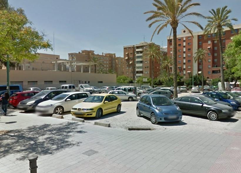 Recomendación del Síndic para que acondicionen una parcela municipal junto a un centro de salud