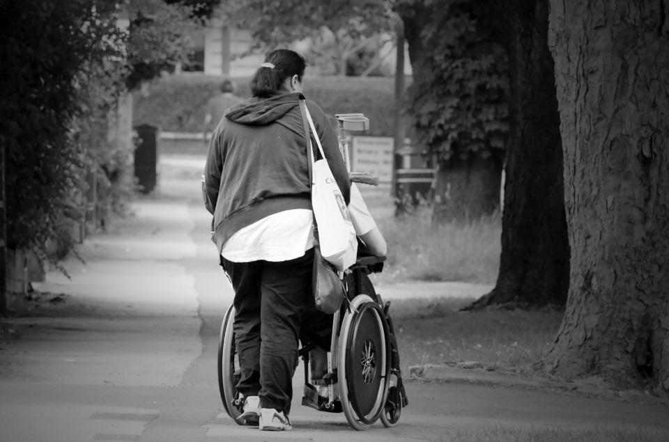 La Sindicatura insta a los familiares de las personas dependientes a no desistir en la reclamación de sus derechos