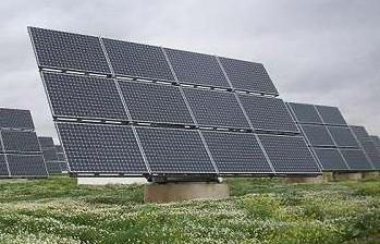 El síndic recibe casi medio centenar de quejas por la supresión de ayudas para producir energía solar