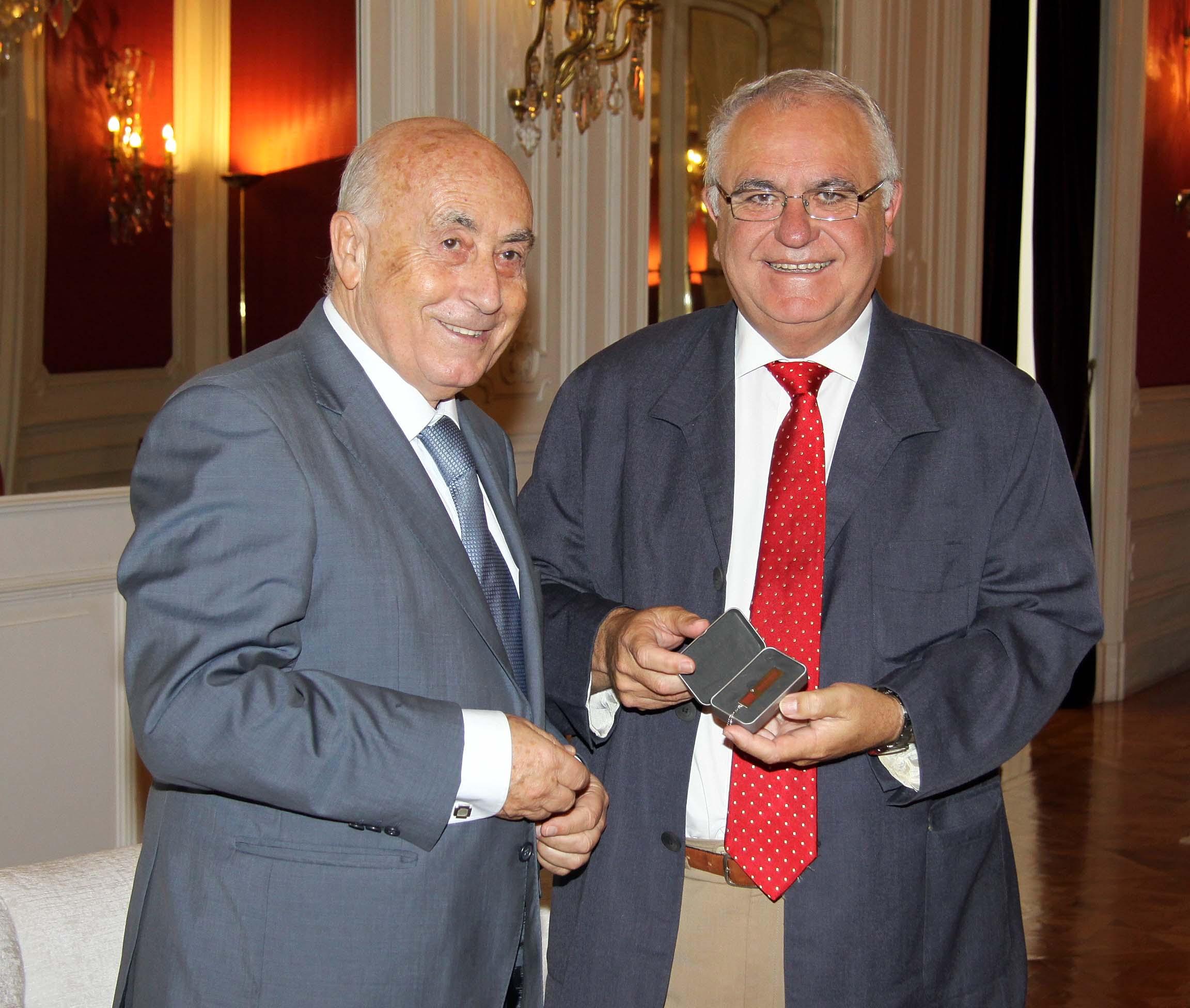 El síndic entrega el Informe Anual 2010 al presidente de Les Corts Valencianes