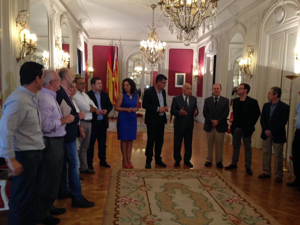 El síndic entrega el Informe Anual 2014 al presidente de Les Corts