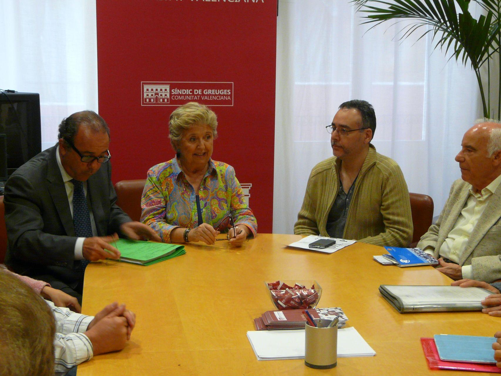 Reunión de la síndica con los afectados por la contaminación del Puerto de Alicante