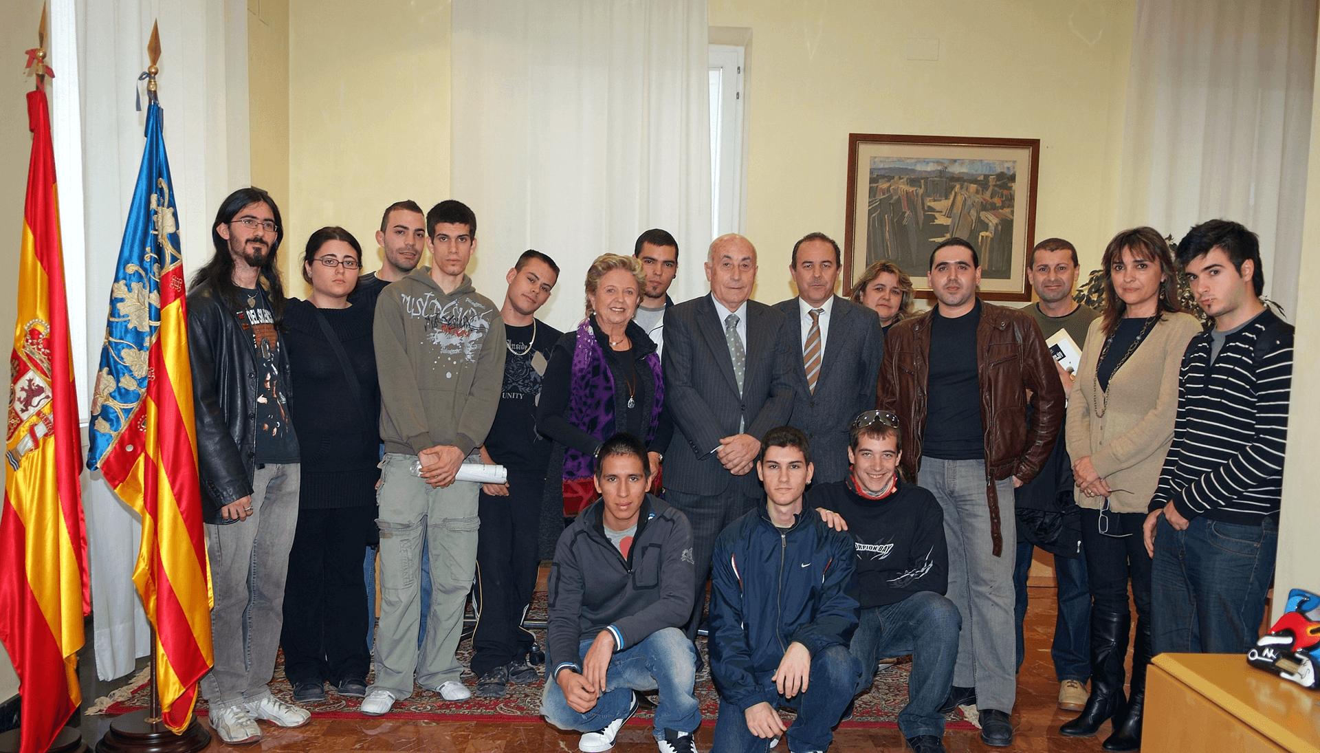 El síndic recibe la visita de los alumnos del FPA Giner de los Ríos