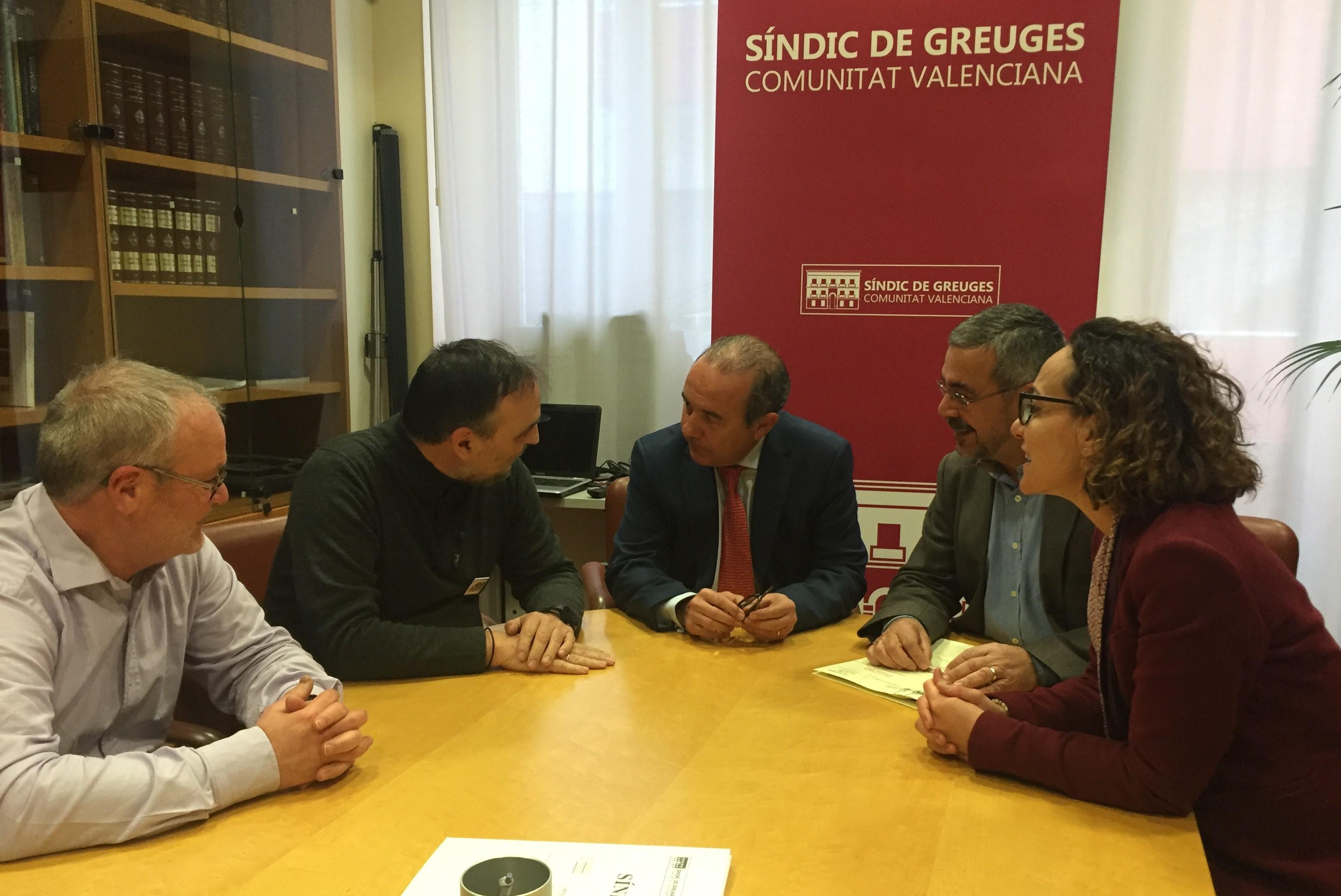 Reunión de trabajo con representantes del IES Virgen del Remedio y del programa de mediación «aCu4troBandas» en la Zona Norte