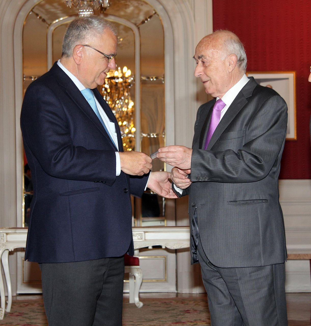 El síndic entrega el Informe Anual 2012 al president de Les Corts Valencianes