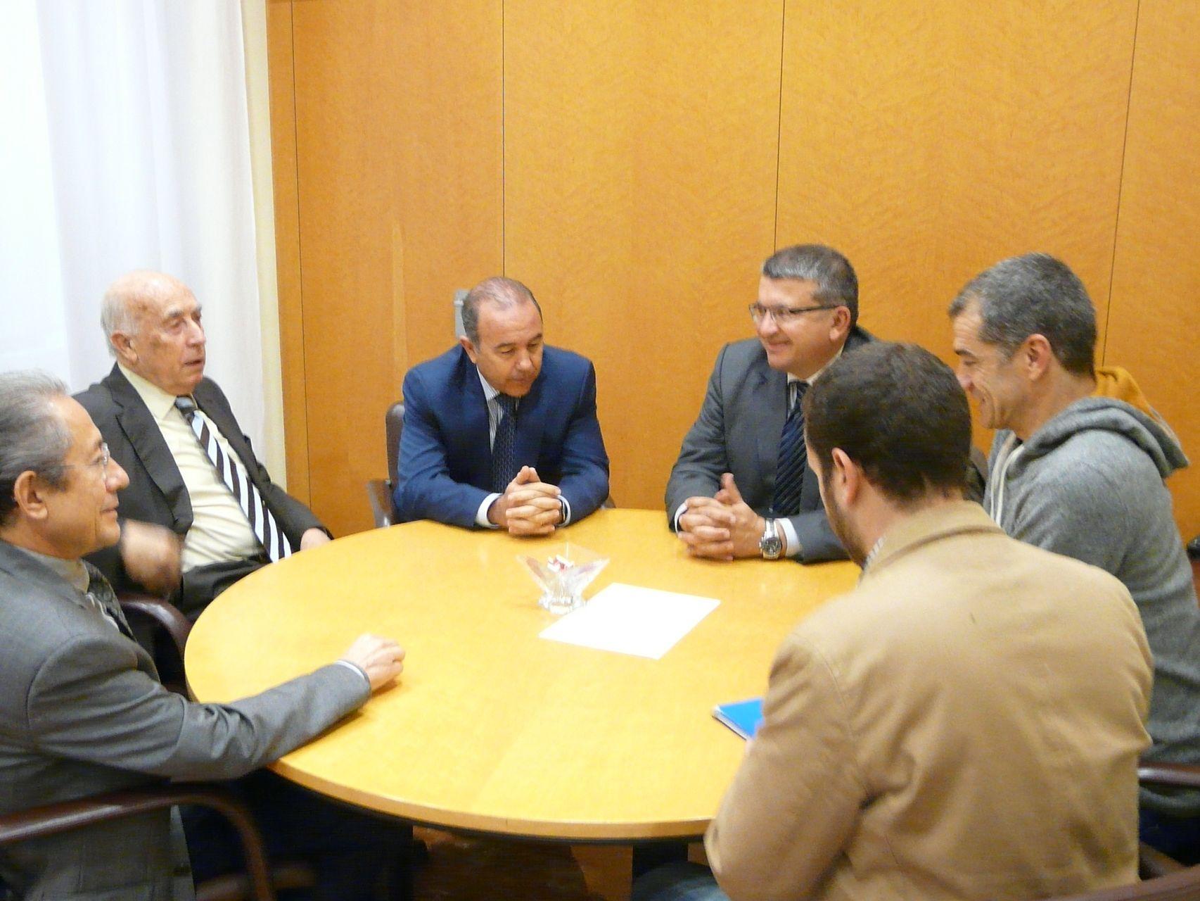 El síndic y los adjuntos se reúnen con miembros de UPyD