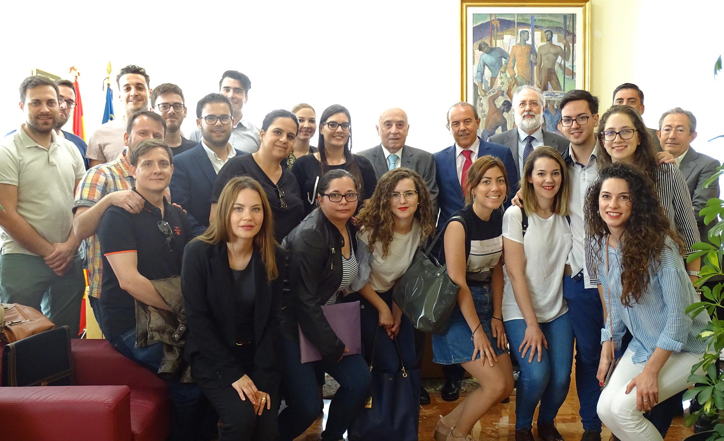 Alumnas y alumnos del Máster Universitario en Abogacía de la UMH visitan el Síndic de Greuges