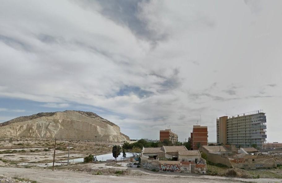 Reiteramos al Ayuntamiento de Alicante que aborde la situación urbanística de la Sangueta