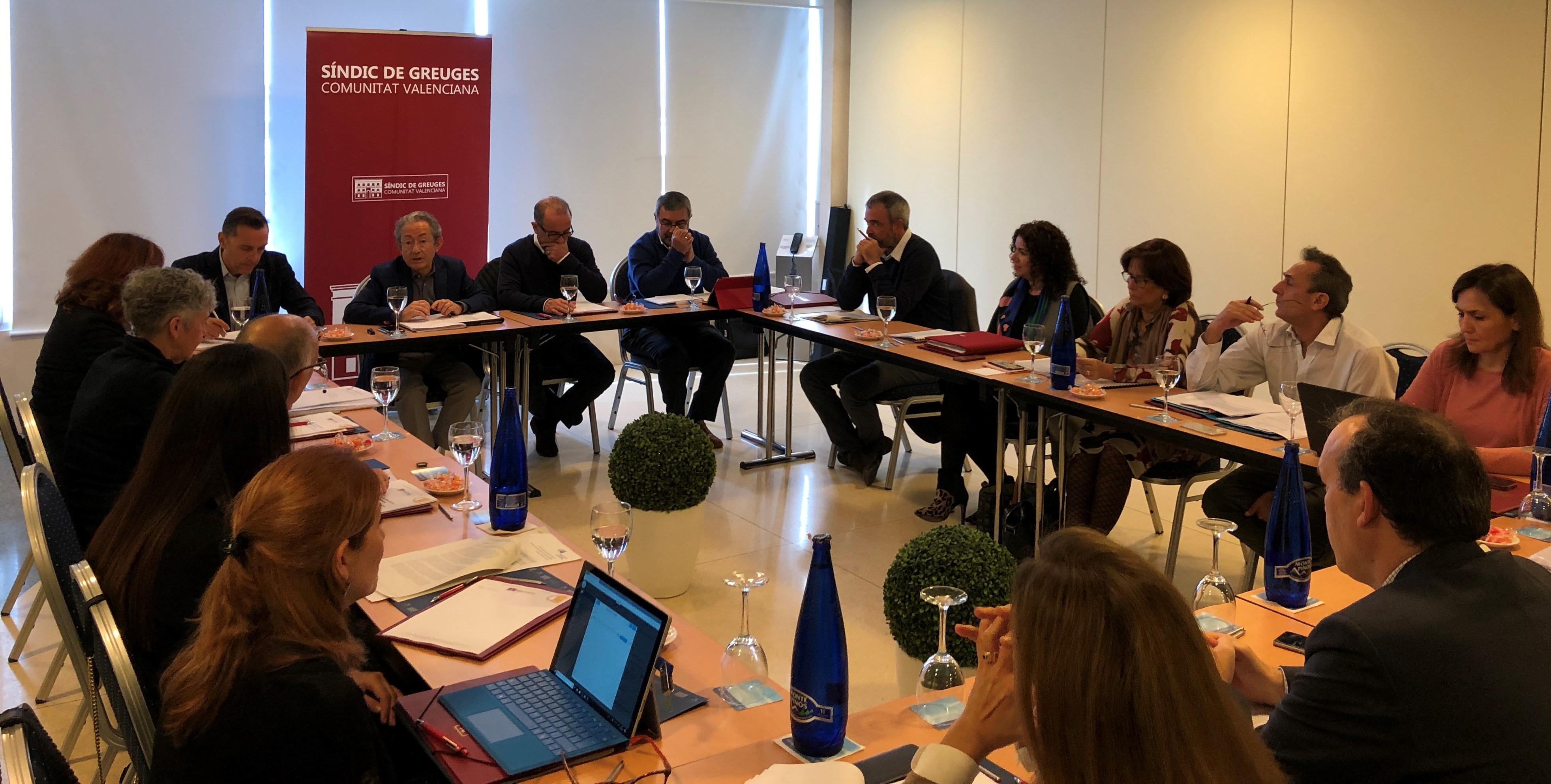 Defensores del pueblo de toda España abordan en Alicante la situación de los menores extranjeros no acompañados